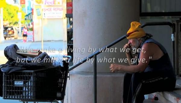 Głodny człowiek poprosił bezdomnego o jedzenie. Nie uwierzysz w to co się...