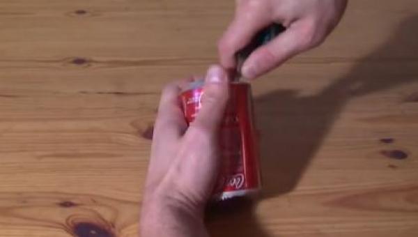 Pociął puszkę Coca-Coli, gdy zobaczyłem co otrzymał byłem zdumiony!