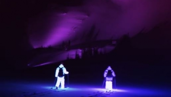Dwóch narciarzy założyło świecące stroje, gdy zobaczyłem ich zjazd opadła mi...