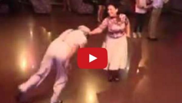 Ta starsza para tańczy tak jak większość młodych by nie umiało!