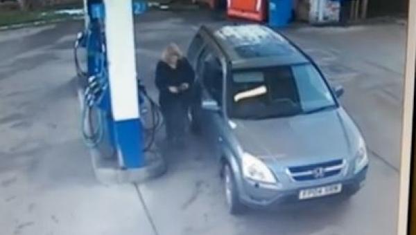 To co ta kobieta zrobiła na stacji benzynowej udowadnia że głupota jest...