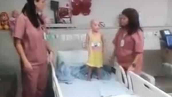 Nie spodziewasz się co te pielęgniarki zaraz zrobią ze swoją małą pacjentką
