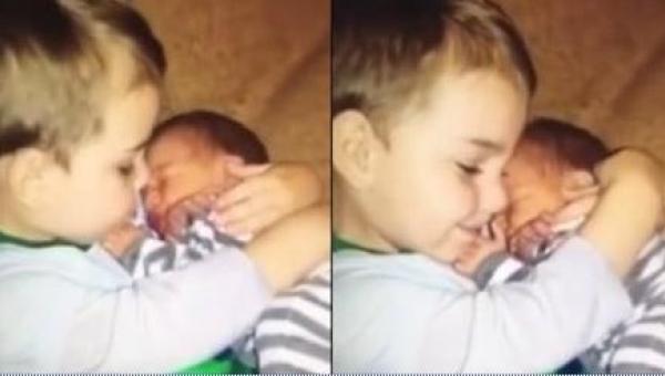 Mama zapytała swojego 3-letniego synka, czy odda jej młodszego braciszka....