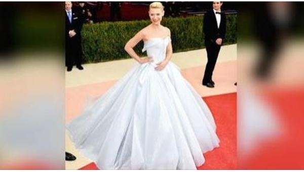Jej sukienka wyglądała pięknie, ale kiedy zobaczyłam ją w ciemnościach z...