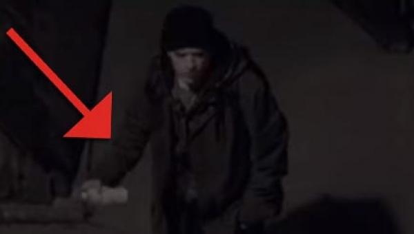 Zakapturzona postać robi graffiti pod osłoną nocy. Gdy zobaczycie dlaczego to...