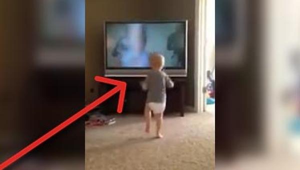 Ten chłopczyk widział film Rocky niezliczoną ilość razy! Zobacz jakie ruchy...