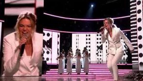 17-latka śpiewa Its a Mans World i dostaje owacje na stojąco nawet od jury!