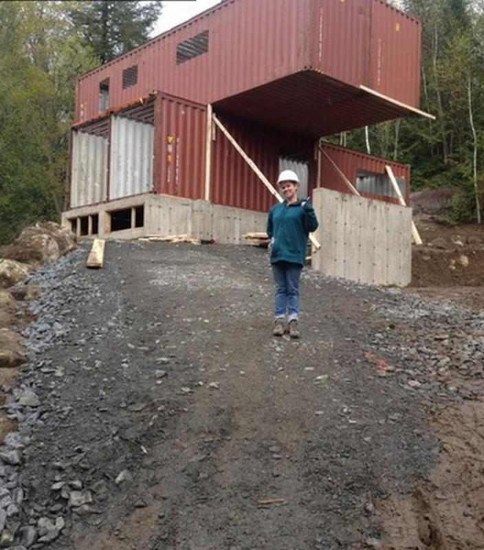 1. Claudie i jej dom w początkowej fazie projektu.