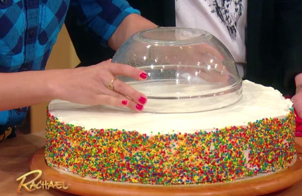 Krojenie tortu wcale nie jest aż tak proste jak się wydaje. Kawałki są...