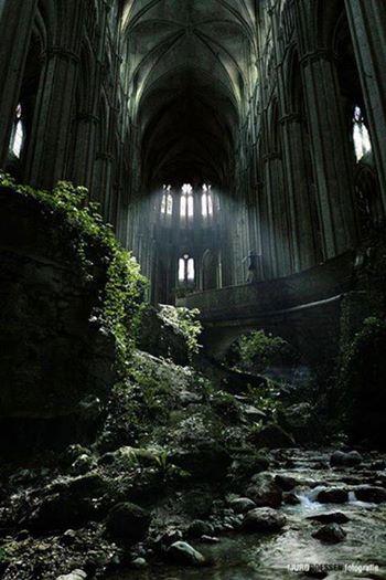 12. Opuszczony kościół św. Etienne we Francji. <br><br> Warto przejść dalej!
