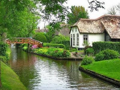 Miejscowość została założona około 1230 roku przez uchodźców z krajów...