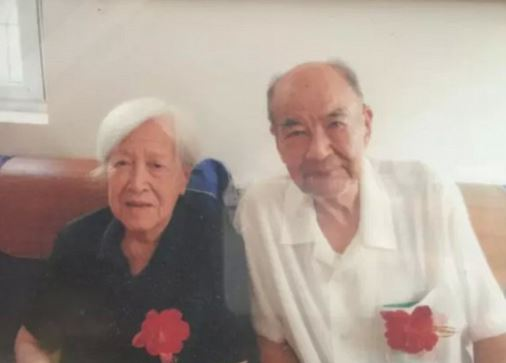 Pan Feng cierpiał na ciężką chorobę serca i przebywał na 3 piętrze szpitala,...