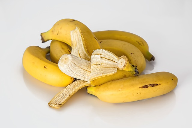 Banany też zawierają potas, a jego nadmiar może powodować problemy z sercem.