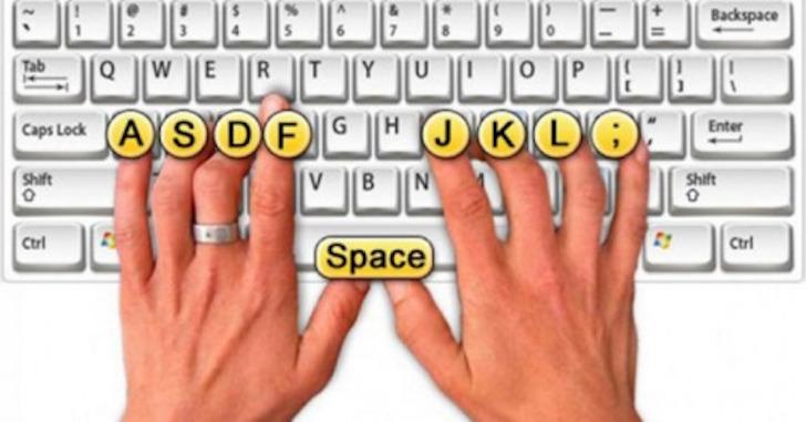Te dwie kreseczki mają za zadanie ułatwić pisanie bez patrzenia na klawiaturę. N