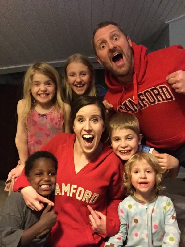 A oto szczęśliwa rodzina w komplecie. Patrząc na nich wyraźnie widzi się...