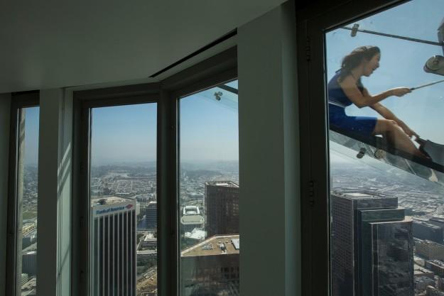 Nazywana  <i>Skyslide</i>, czyli <i>Podniebna ślizgawka</i>, znajduje się 304...