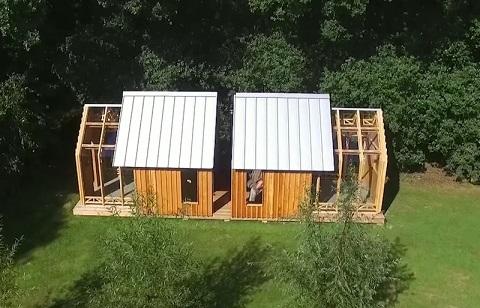 Dzięki przesuwanym elementom dom zyskuje na przestrzeni - nagle pojawia się...