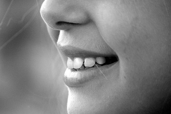 Przy regularnym stosowaniu Wasze zęby szybko staną się dużo bielsze!
