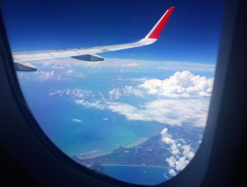<b>#6 Nie siedź w miejscu przez cały lot</b>  <br><br>O siedzenie przy oknie z