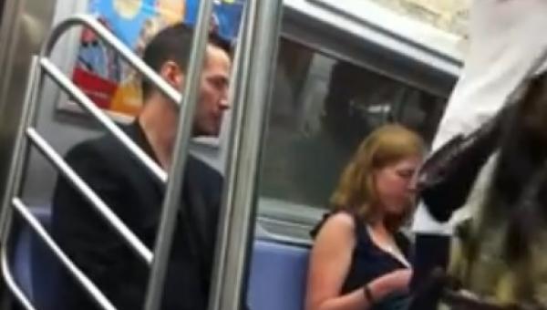 Zobaczył w metrze znanego aktora, zaczął nagrywać, jednak nie spodziewał się...