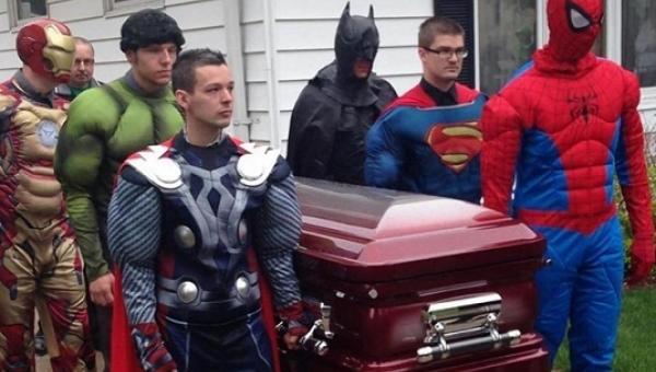 Gdy zobaczysz kogo niosą w trumnie ci superbohaterowie wzruszysz się do łez