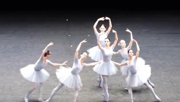 Najzabawniejsza baletnica wiedeńskiej opery. Nie da się nie uśmiechnąć...