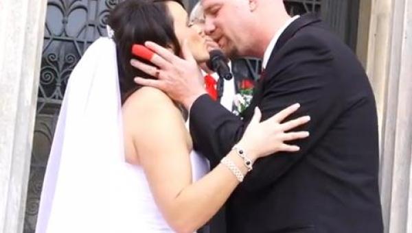 Pewnie nie spodziewali się takiej wpadki na własnym ślubie i to na oczach...