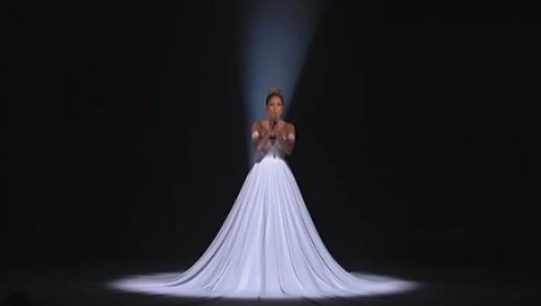 Jej występ był piękny, jednak gdy zgasły światła stało się coś jeszcze...