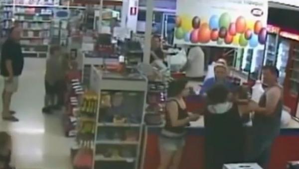 Zobacz co się stało po tym, jak ta matka oddała swoje dziecko w ręce zupełnie...