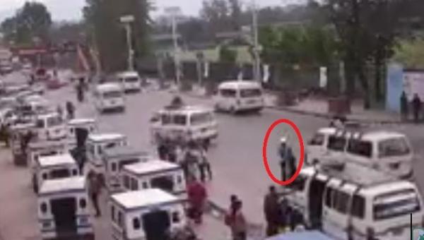 Uliczne nagranie z trzęsienia ziemi w Nepalu! Zaniemówisz z przerażenia.