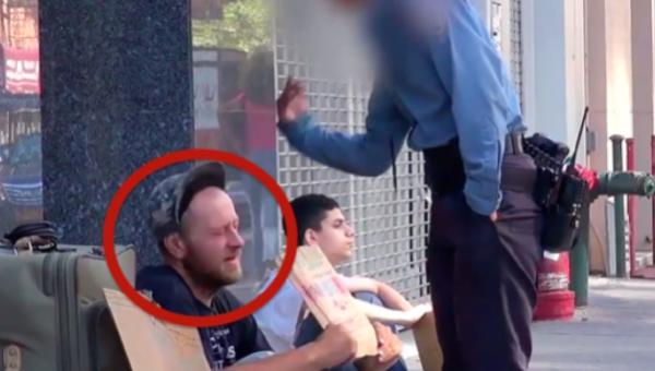 Gdy policjant go pobił, ten bezdomny był spokojny. Jednak chłopiec z tyłu...