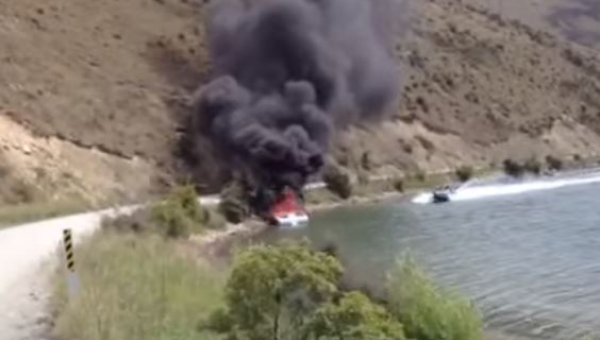 Łódka była cała w płomieniach gdy nagle pojawiła się motorówka i zrobiła TO!