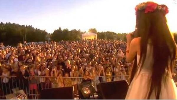 Zdumiała tłum wykonaniem legendarnej piosenki. Gdy kamera pokazała jej twarz,...