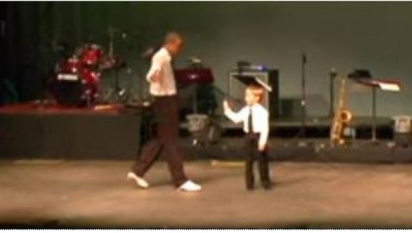 Profesjonalny tancerz zaprosił na scenę 7-latka... Takiego rozwoju sytuacji...
