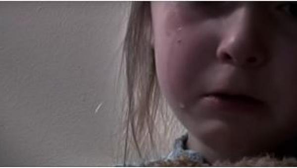 Ta dziewczynka już nie żyje. Zabił ją własny ojciec. Wyjaśnienie znajduje się...