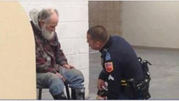 Policjant miał wyprowadzić bezdomnego ze sklepu. To, co zrobił zamiast tego,...