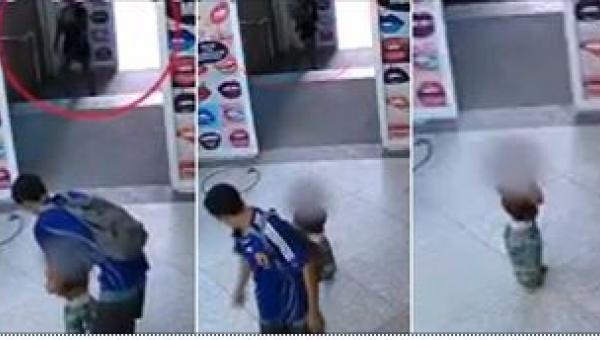 Para porzuciła dziecko w centrum handlowym. To nagranie łamie serce...