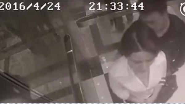 Znalazła się sam na sam w windzie z obcym mężczyzną. To, co zrobił, jest...