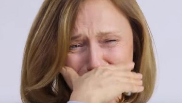 Zapytali kobietę co myśli o wyglądzie przyjaciółki. To porusza do łez.