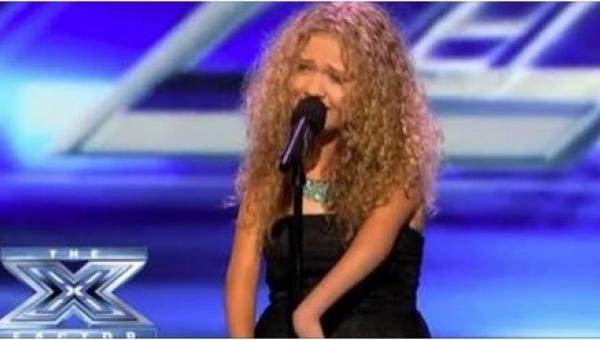 13-latka wchodzi na scenę. Gdy spojrzeli na jej ręce, nie wiedzieli, jak...