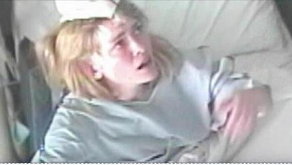 W swoim szaleństwie chora 24-latka narysowała swojemu lekarzowi zegarek....