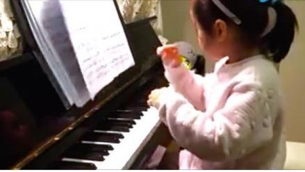 Gdy kilkulatka zaczęła grać skomplikowany utwór, zabrakło mi słów z wrażenia!