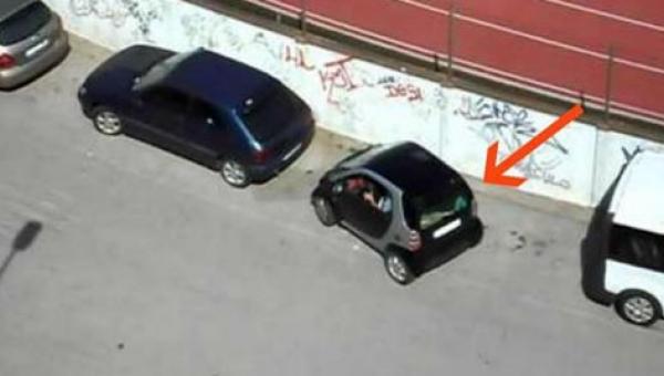 Film dla ludzi o mocnych nerwach. Zobaczcie jak ta pani próbuje zaparkować...