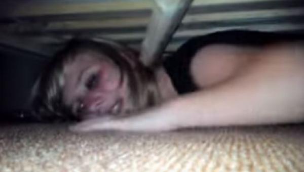 Ukryła się pod łóżkiem, by sprawdzić, czy jej chłopak jest jej wierny. To, co...