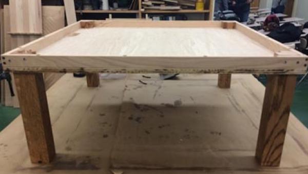Zamówienia na ten stół płyną z całego świata. Zbudował go 15-latek! Zobaczcie...