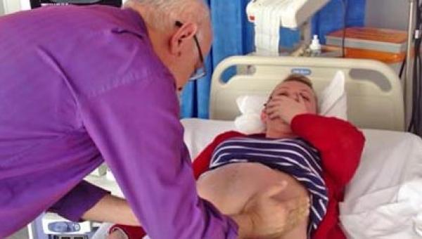 To nagranie pokazuje lekarza, który w kilka minut uratował kobietę i jej...