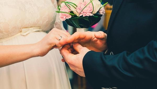 Wyśmiała otyłą kobietę która przymierzała suknię ślubną, wtedy kierownik...