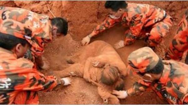 Kiedy ją odnaleźli, od dawna nie żyła, ale dopiero to, co mężczyźni znaleźli...