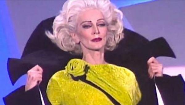 Widzowie zamarli, gdy na wybieg wyszła 85-letnia modelka. Wyglądała lepiej...