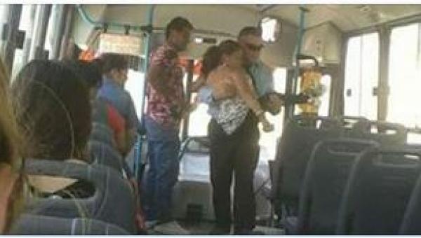 Kierowca codziennie wnosi do autobusu niepełnosprawną kobietę. Ten człowiek...